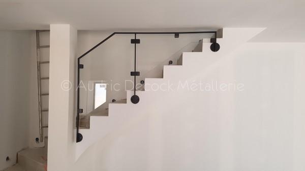 Garde-corps métal/verre pour escalier béton a LYON