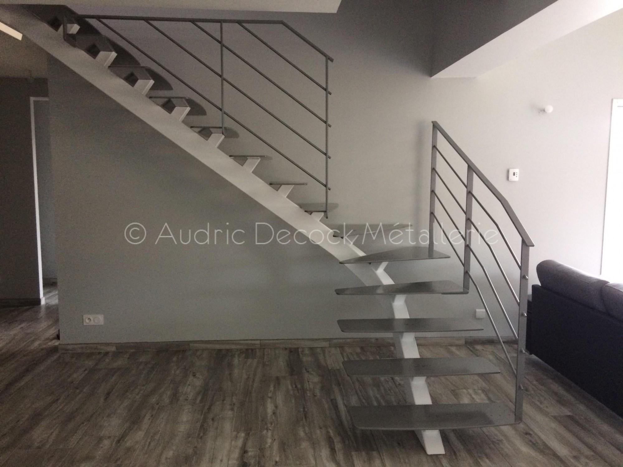 Escalier métal blanc