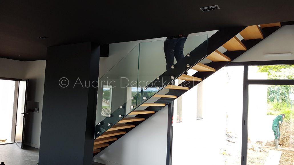 Escalier design en métal et bois, Garde-corps en verre - Métallerie ...