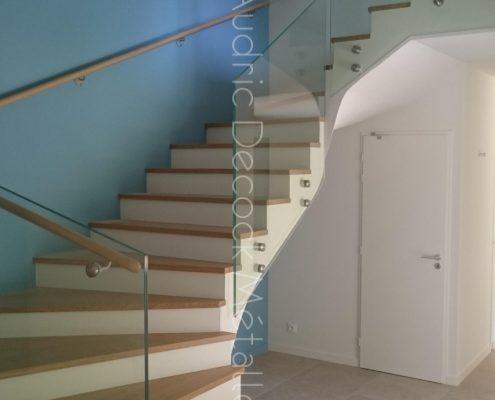 Escalier et gardes corps en verre, marches bois