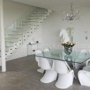 Escalier métallique avec marches en verre
